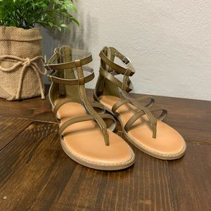 Old a vey olive green gladiator sandals size 7